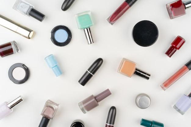 Draufsicht des dekorativen kosmetiksatzes