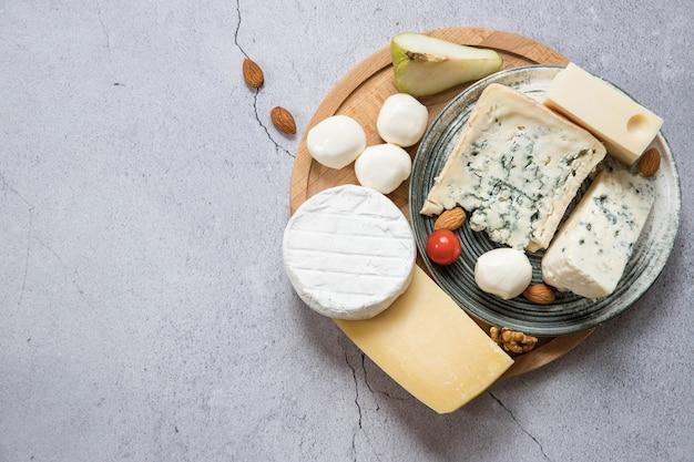 Draufsicht des käsebretts mit einem kopienraum