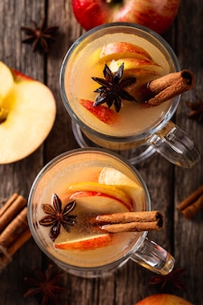 Draufsicht des köstlichen apfelgetränkekonzepts