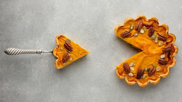 Draufsicht des köstlichen erntedankkürbiskuchens