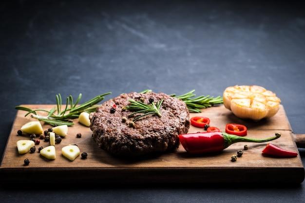 Draufsicht des köstlichen rindfleischburger