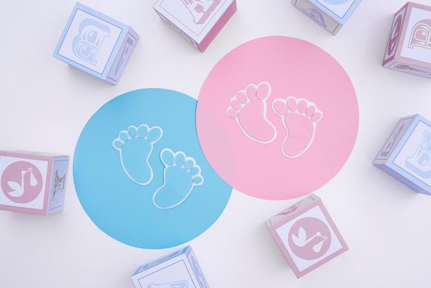 Draufsicht des netten kleinen babyzubehörs mit kopienraum