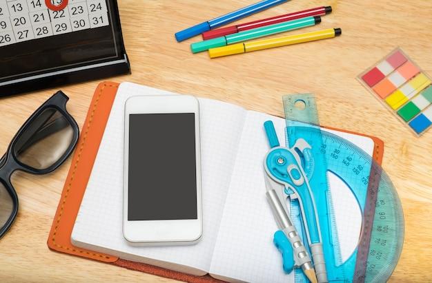 Draufsicht des notizbuches mit mobile
