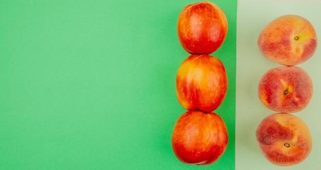 Draufsicht des pfirsichmusters auf der rechten seite und der grünen und weißen oberfläche mit kopierraum