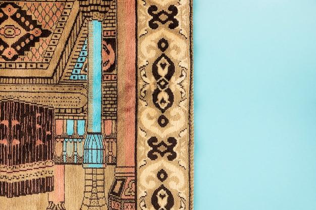 Draufsicht des religiösen textils mit kerzenentwurf