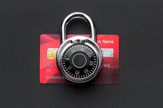 Draufsicht des schlosses mit kreditkarte