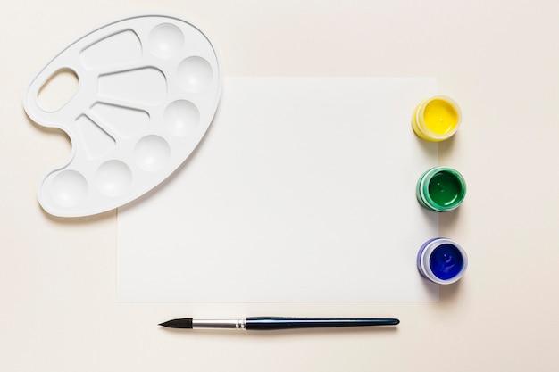 Draufsicht des schreibtischkonzepts mit farb- und kopierraum