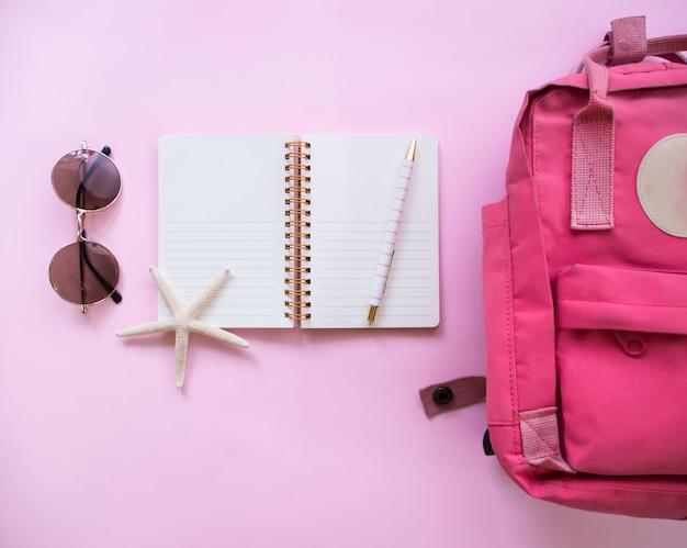 Draufsicht des sommerferienhintergrundes, reisekonzept.