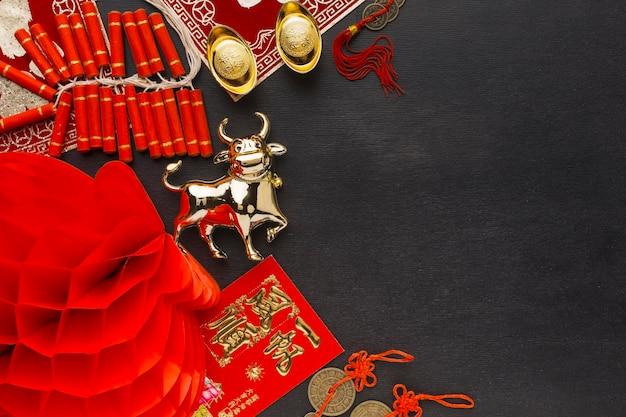 Draufsicht des traditionellen chinesischen ochsenkopienraums des neuen jahres