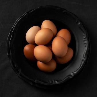 Draufsicht eier auf teller