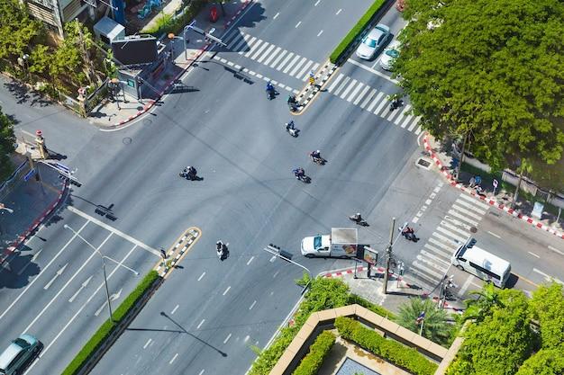 Draufsicht eines straßenkreuzung in bangkok, thailand