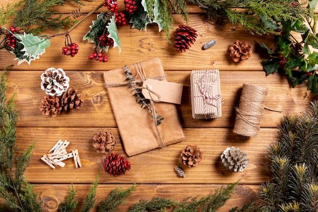 Draufsicht eingewickelte weihnachtsgeschenke