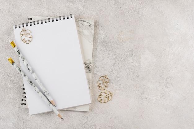 Draufsicht elegantes schreibtischsortiment
