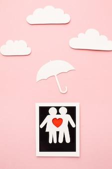 Draufsicht-familienfigur mit wolkenformen