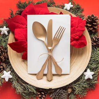 Draufsicht festliches weihnachtsgeschirr