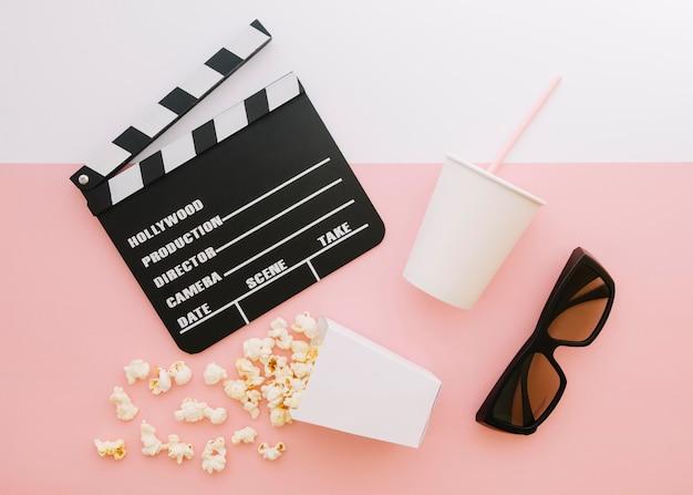 Draufsicht filmklappe mit popcorn