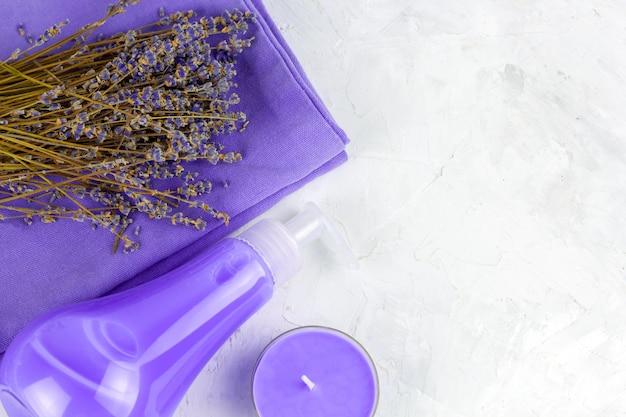Draufsicht flach legen lavendel spa-set