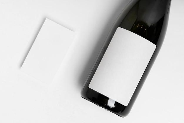 Draufsicht flaschen- und papiersortiment
