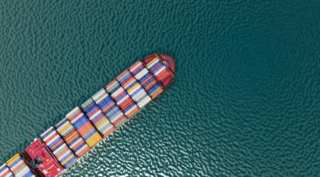 Draufsicht frachtschifffahrt und internationale logistik, 3d-illustrationen rendering