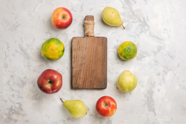 Draufsicht frische früchte auf weißem hintergrund gezeichnet