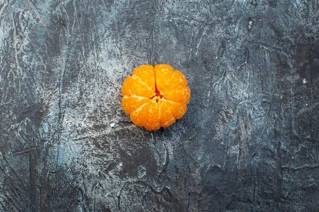 Draufsicht frische mandarine auf dunklem hintergrund obst reifen baum foto frische saft farbe