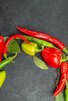 Draufsicht frische paprika mit würzigen paprikaschoten
