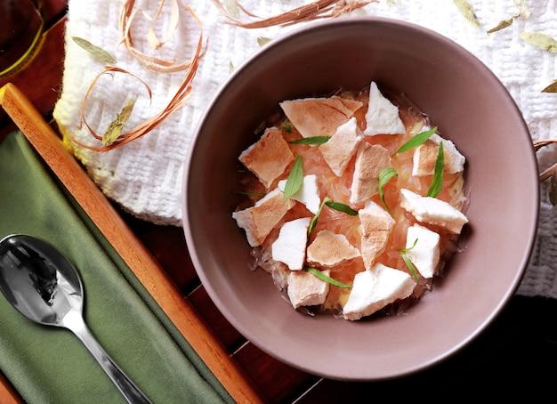 Draufsicht frische spanische desserts pampelmuse baiser