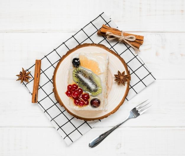 Draufsicht fruchtiges kuchenstück