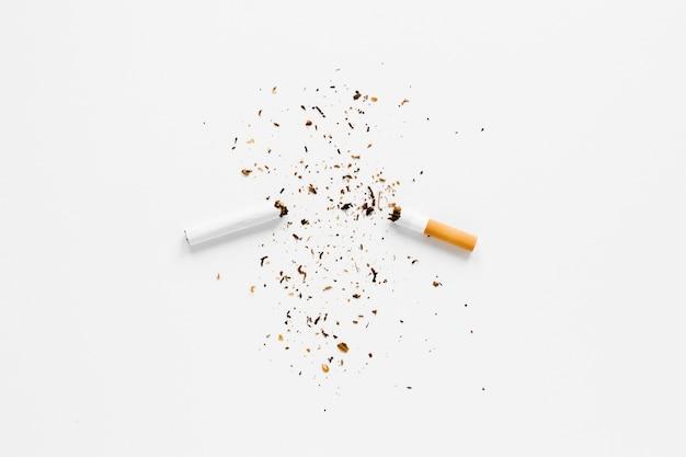 Draufsicht gebrochene zigarette