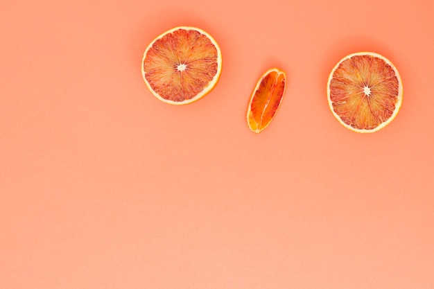 Draufsicht geschnittene orangen