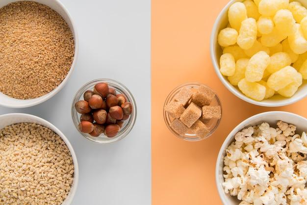 Draufsicht gesunde gegen ungesunde snacks
