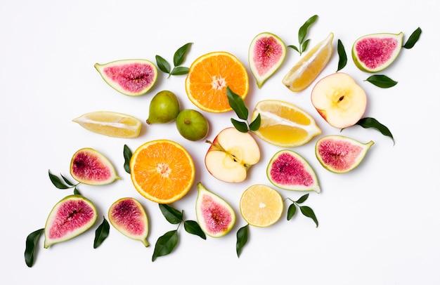 Draufsicht gesunde und köstliche früchte auf dem tisch