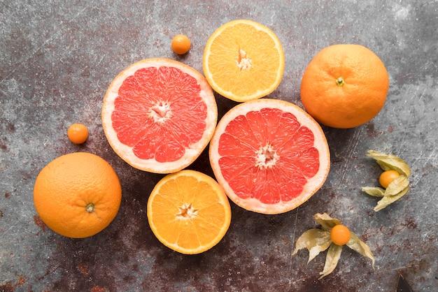 Draufsicht grapefruit auf dem tisch