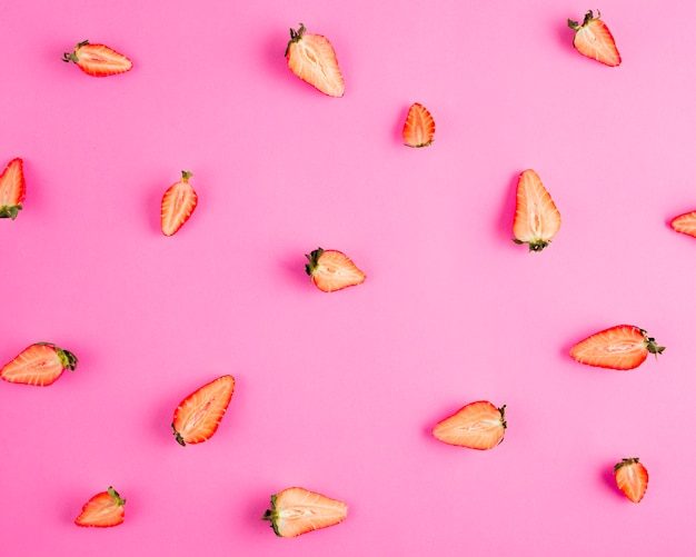 Draufsicht halbe erdbeeren