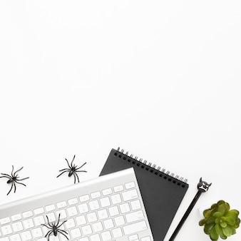 Draufsicht halloween-elemente mit kopierraum