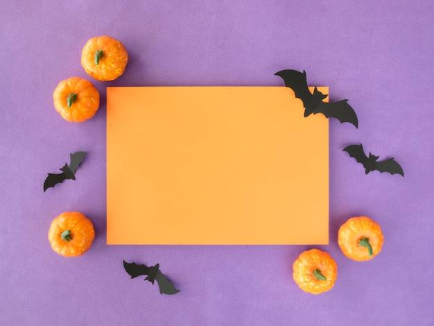 Draufsicht halloween-konzept mit kürbissen und fledermäusen
