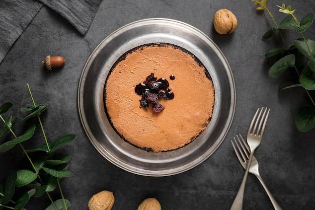 Draufsicht handgemachter kuchen mit rosinen