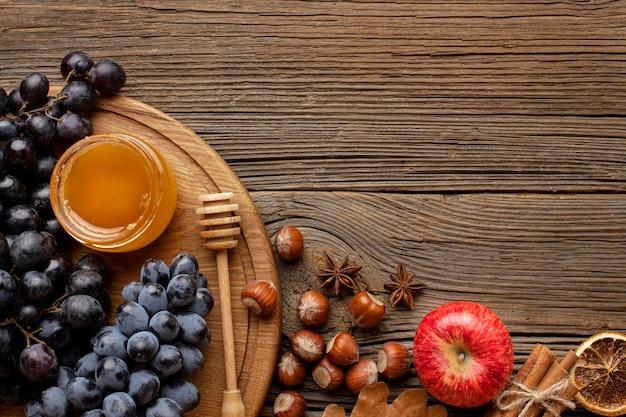 Draufsicht herbstnüsse und fruchtkopierraum