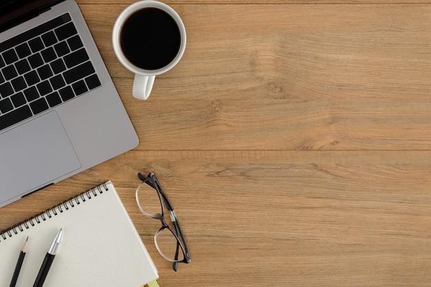 Draufsicht holz schreibtisch schreibtisch arbeitsbereich
