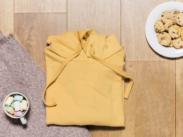 Draufsicht hoodie mit keksen