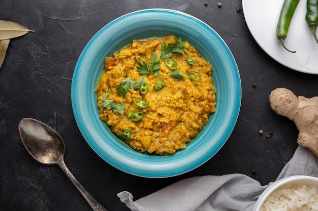 Draufsicht indisches essen in der schüssel