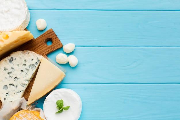 Draufsicht käsesorte mit kopierraum