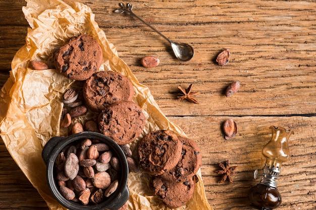 Draufsicht kekse und süßigkeiten sortiment