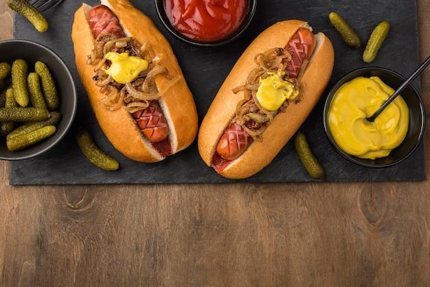 Draufsicht köstliche hot dogs anordnung
