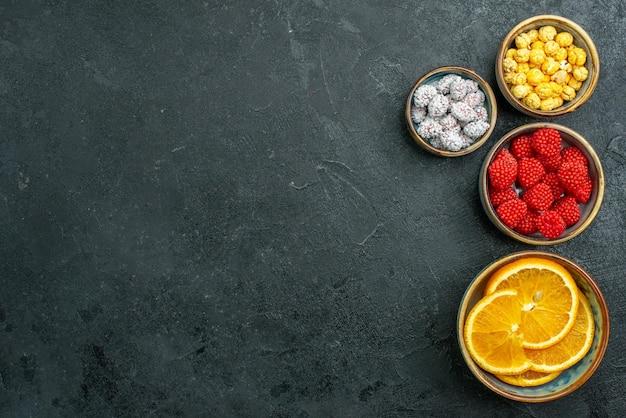 Draufsicht köstliche konfitüren mit orange auf dunkler oberfläche fruchtkonfitüre zucker kandis goodie