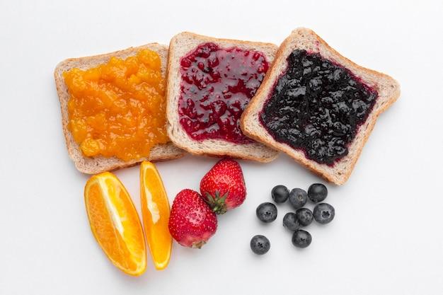 Draufsicht köstliche marmelade auf brot