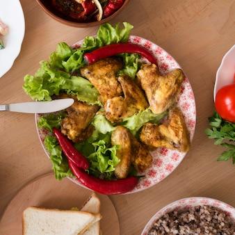 Draufsicht köstliche speisetelleranordnung