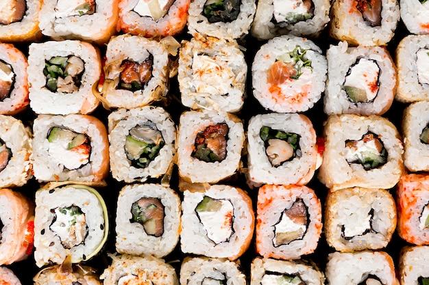 Draufsicht köstliche sushi-nahaufnahme