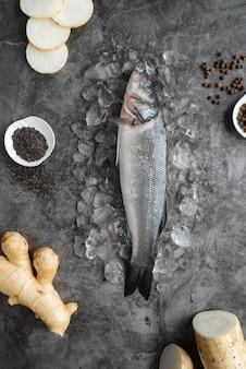 Draufsicht köstliches meeresfrüchte-arrangement