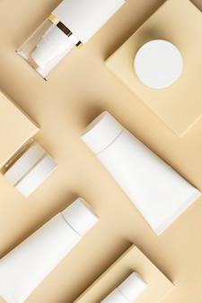 Draufsicht kosmetische produkte anordnung